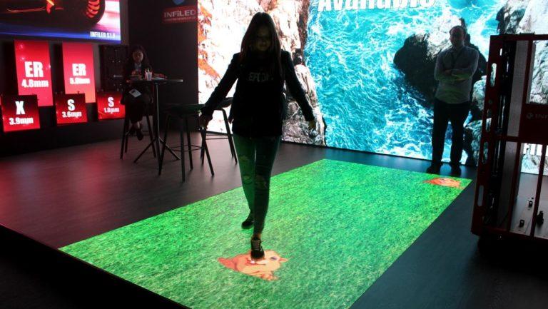 Interaktiver LED Boden Maulwurfspiel