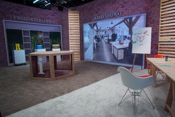 Online Hybrid Event Kommunikation im AVMS Business-TV Studio