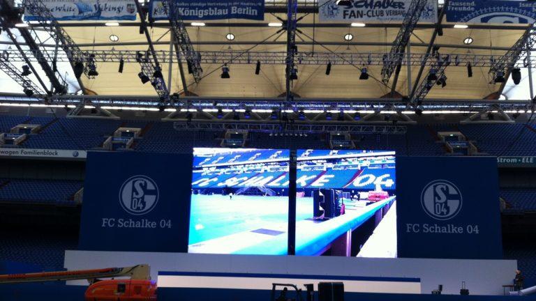 Die fahrbare LED Wand Schalke04