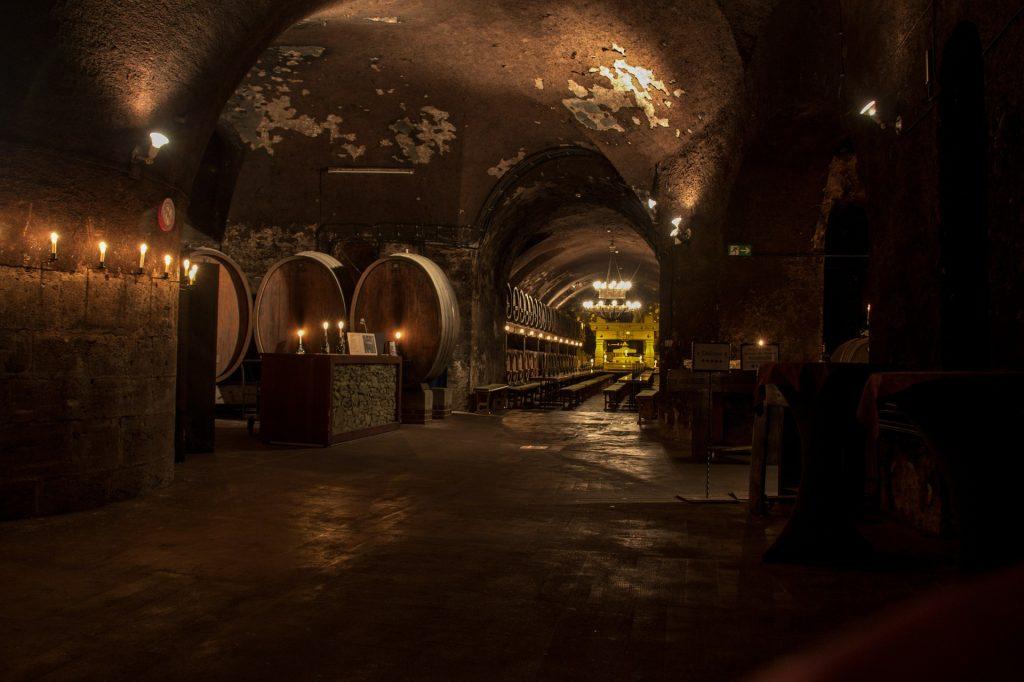 Weinkeller im Gewölbe